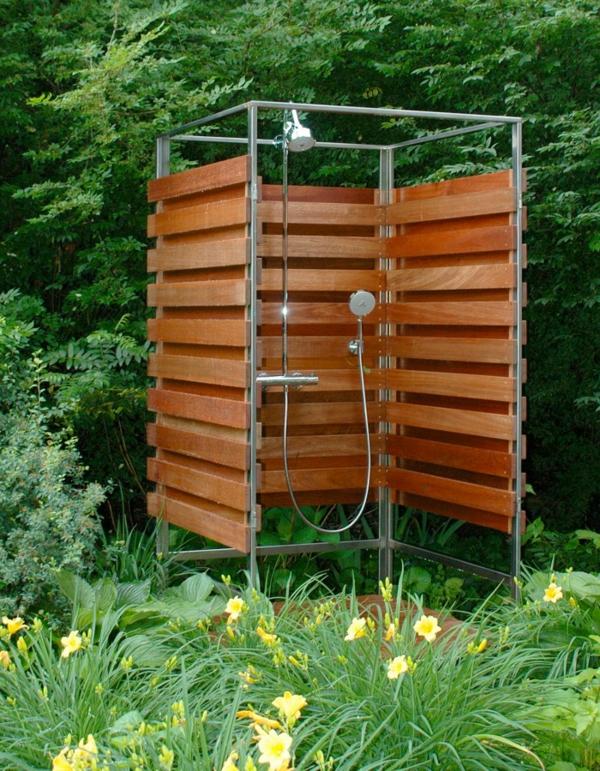 Outdoor dusche f r erfrischende momente im sommer - Dusche garten solar sichtschutz ...