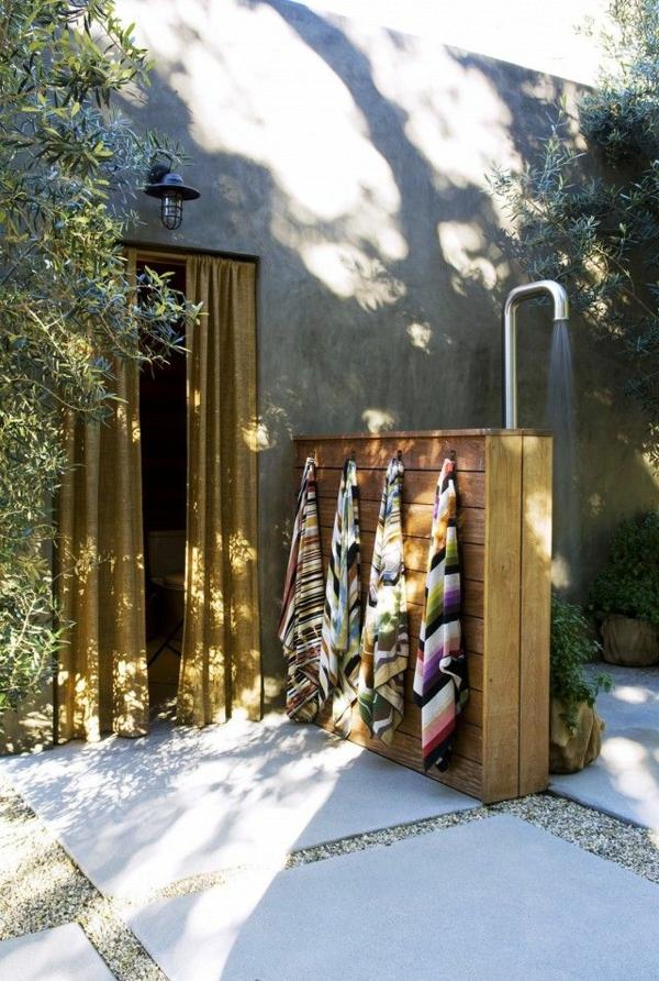 Outdoor Dusche Warmwasser : Dusche Im Garten Abwasser : Au?endusche in den Holzbalken der