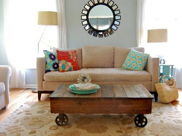 paletten tisch wohnzimmer eleganter wohnzimmerteppich dekokissen