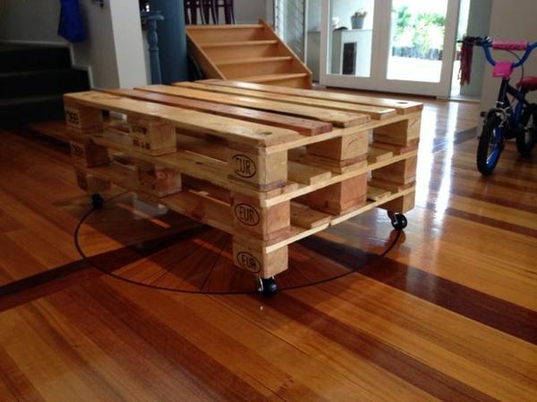 paletten tisch wohnzimmer funktional regale