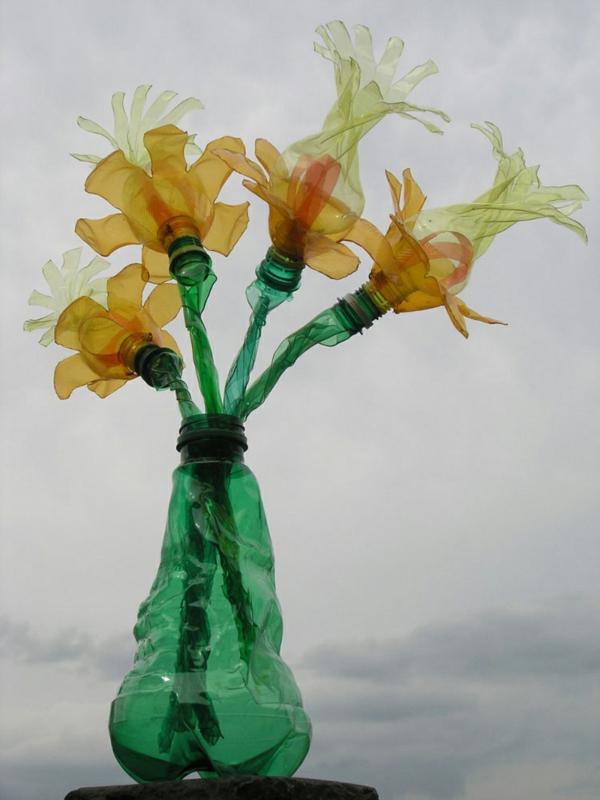 plastik flaschen kunst wunderschöne gelbe blumen