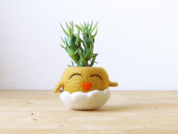 pflanzenkübel filz handgemacht glückliches küken gelb