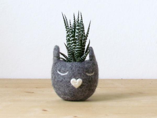 pflanzenkübel filz handgemacht graue katze