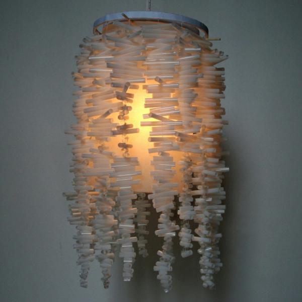 nachhaltige kunst strohhalme weiß kronleuchter
