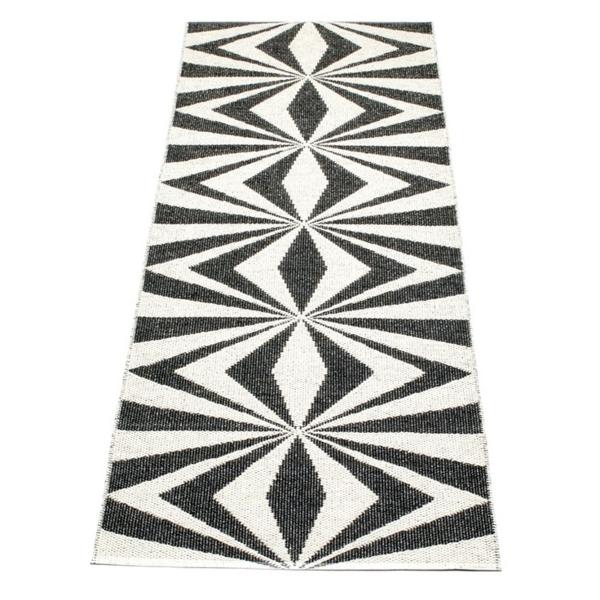 teppich kunststoff  schwarz muster skandinavisch einrichten brita sweden designer teppiche