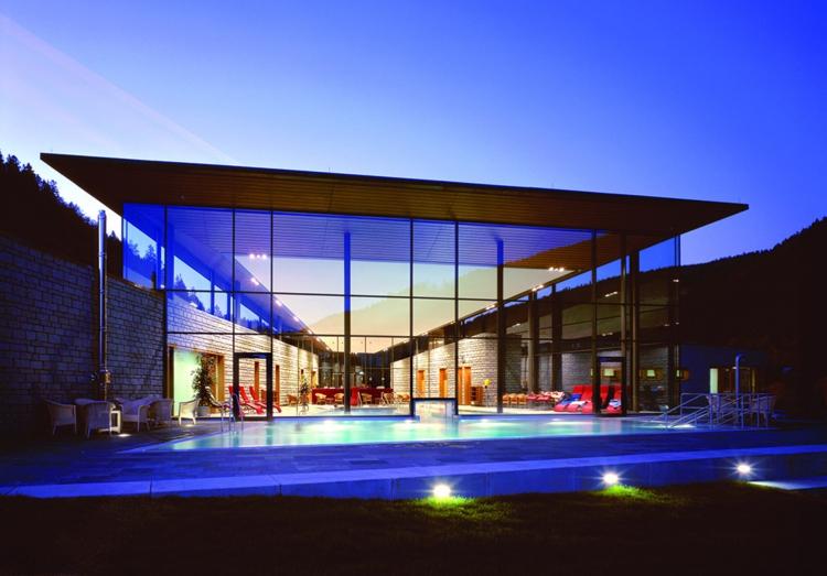 poolbau Radon Revitalbad Menzenschwand Blue Hour Schwimmhalle