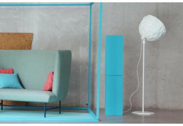 rock stehlampe weiß wohnzimmer hellgrünes sofa Diesel
