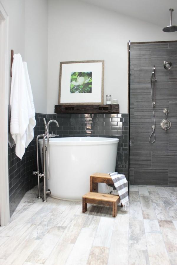 runde badewanne freistehend badezimmer beispiele holzelemente treppe
