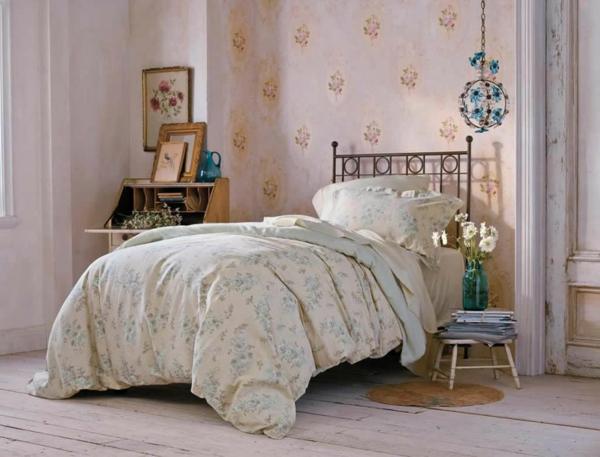 schöne dekoideen shabby chic stil schlafzimmer beistelltisch