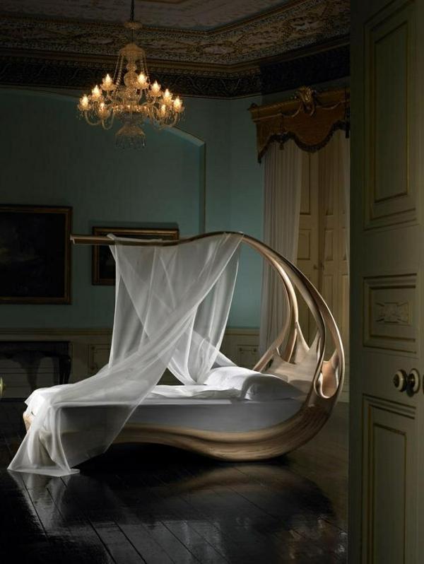 schlafzimmer design außergewöhnliches bett betthimmel leuchter