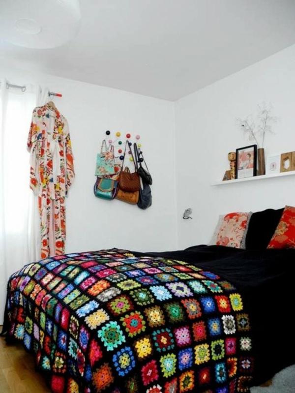 schlafzimmer design weiße wandfarbe dunkle bettwäsche
