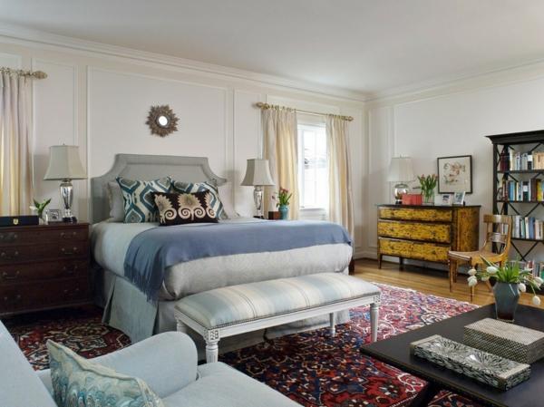 schlafzimmer einrichten farbiger teppich kommode schlafzimmerbank