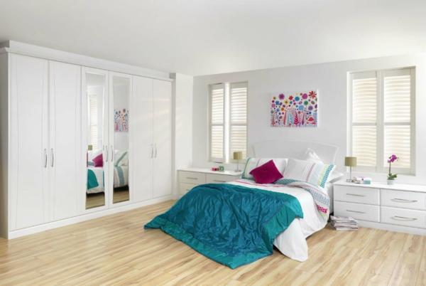 schlafzimmer einrichten weiße einrichtung holzboden bodenfliesen