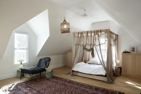 Schlafzimmer Einrichtungsideen Farbiger Teppich Holzboden Dachschräge
