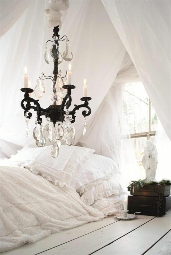 shabby chic schlafzimmer bettwäsche leuchter kerzen