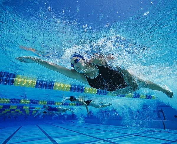 sternzeichen widder ausdauersport schwimmen