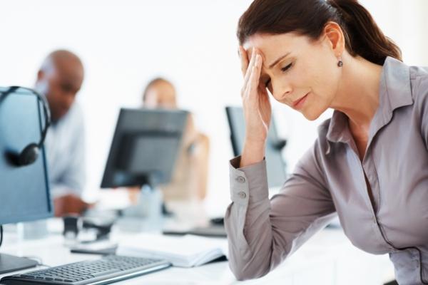stress am arbeitsplatz kopfschmerzen rechner