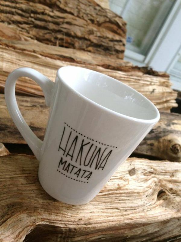 tasse kaffee bilder weiß überschrift hakuna matata