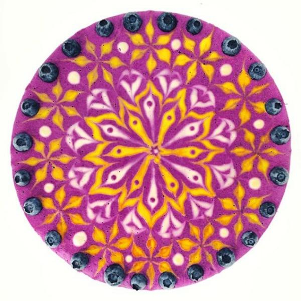 veganer kuchen mandala sonne blumen lila blaubeeren