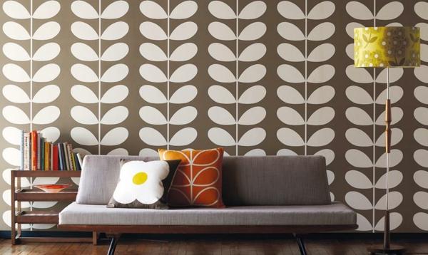 vintage einrichtung sofa dekokissen wandtapete florale elemente