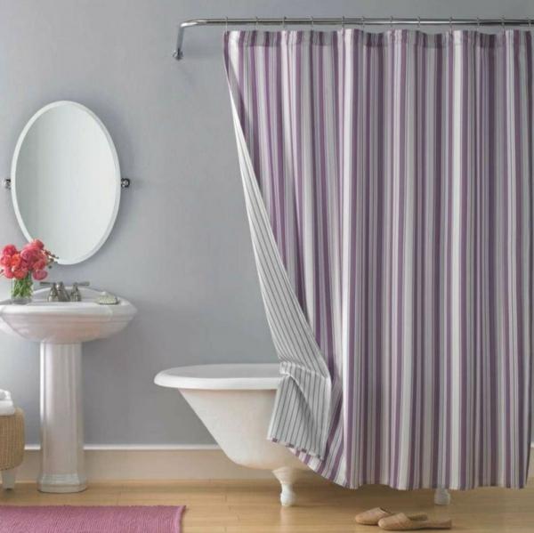 vorhang badezimmer streifen lila badteppich