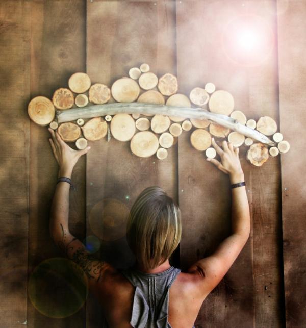 wanddekoration selber machen abstrakt naturholz scheiben