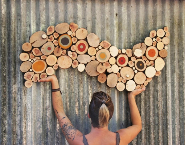 wanddekoration selber machen naturholz scheiben bunte welle