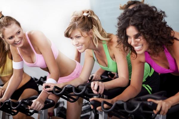 was ist Aerobes Training sport und fitness studio spinning