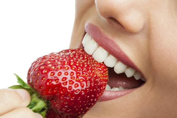 weißere zähne bekommen frisches obst erdbeeren
