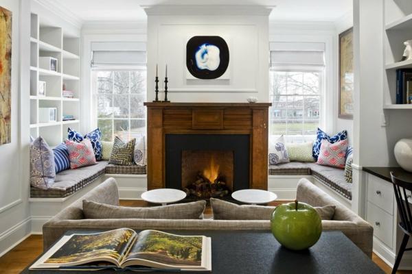 wohnzimmer design farbiges muster dekokissen frisch kamin