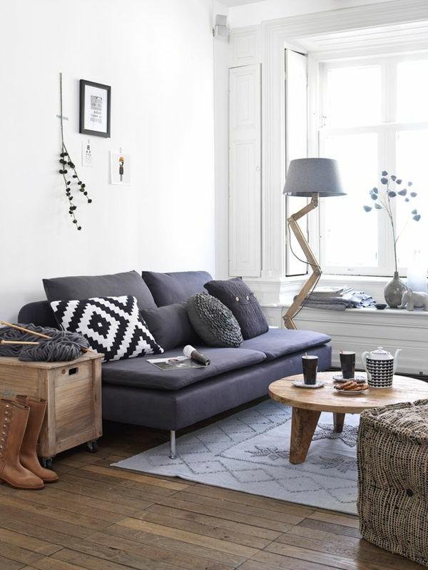 Holzboden Und Blaues Sofa Wohnzimmer Interieur Hollndish Rustikaler Tisch
