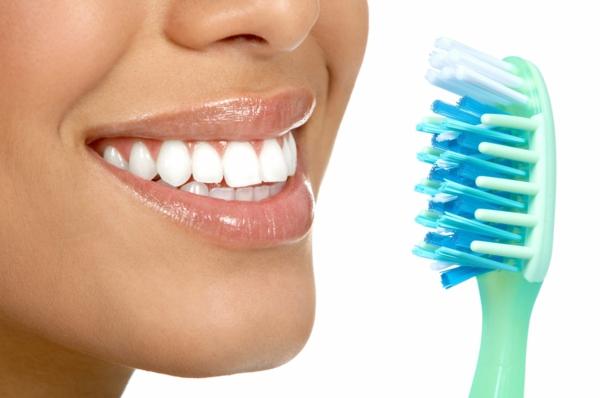 Zähne richtig putzen: einige nützliche Tipps