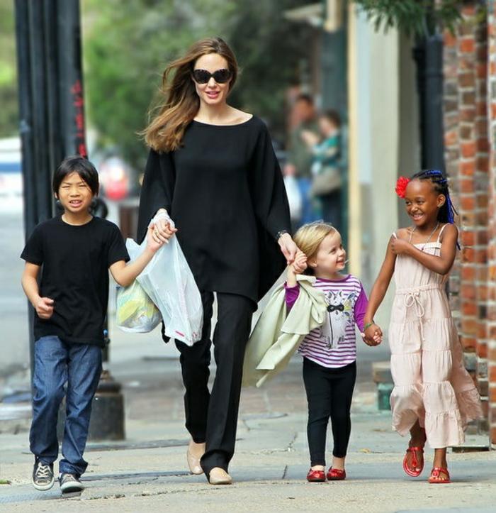 Angelina Jolie Kinder unterwegs sohn Pax Thien links