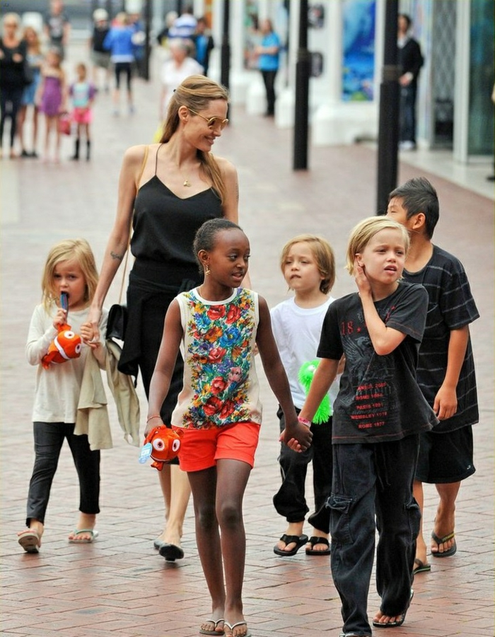 Angelina Jolie Kinder unterwegs