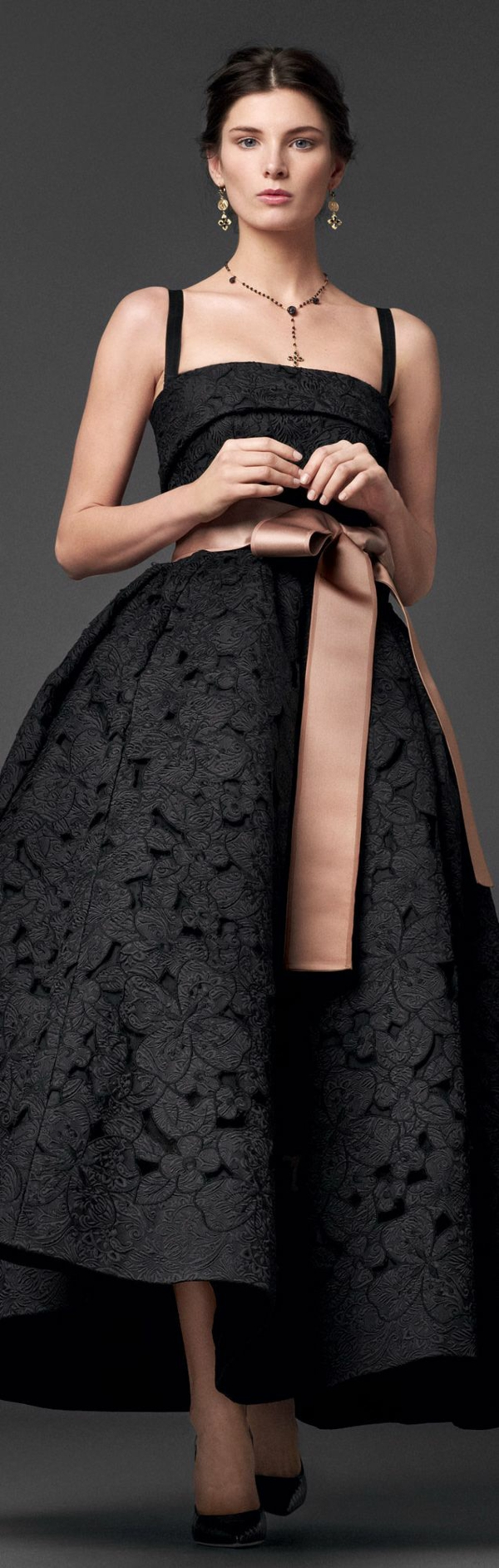 Cocktail Kleider, von denen Frauen träumen - offizielle Kleiderordnung