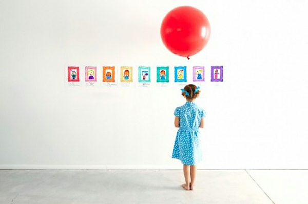 DIY Deko mit Kinderzeichnungen ausstellen wände dekorieren