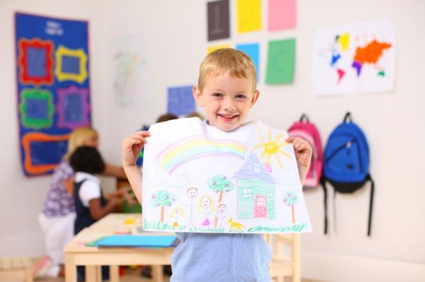 DIY Deko mit Kinderzeichnungen kinder malen kunst