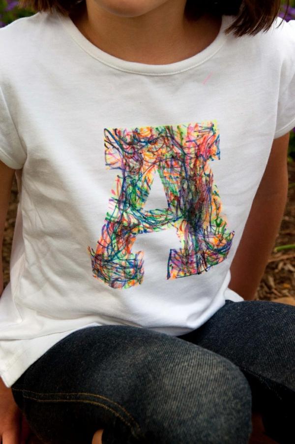 DIY Deko mit Kinderzeichnungen textil druck t-shirt