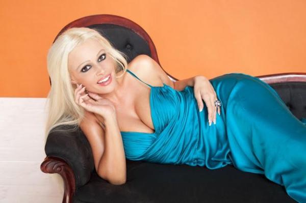 Daniela Katzenberger blaues kleid