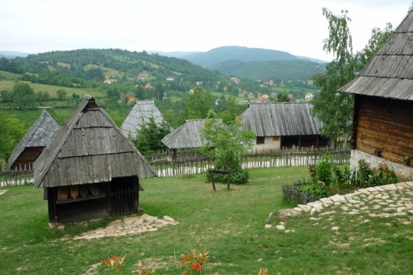 Staro Selo Sirogojno Reisen nach Serbien urlaub