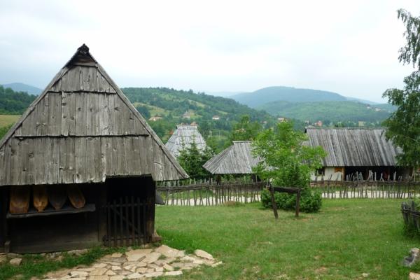 Staro selo Sirogojno sehenswürdigkeiten Reisen nach Serbien