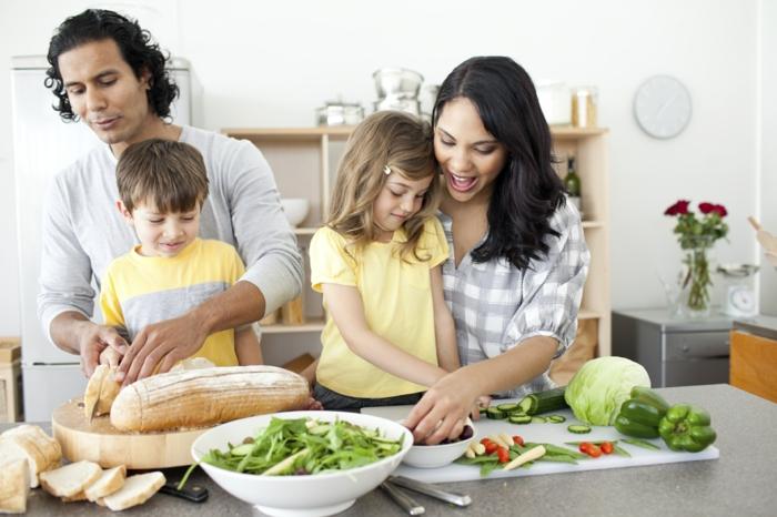 Vereinbarkeit von Familie und Beruf zusammen kochen
