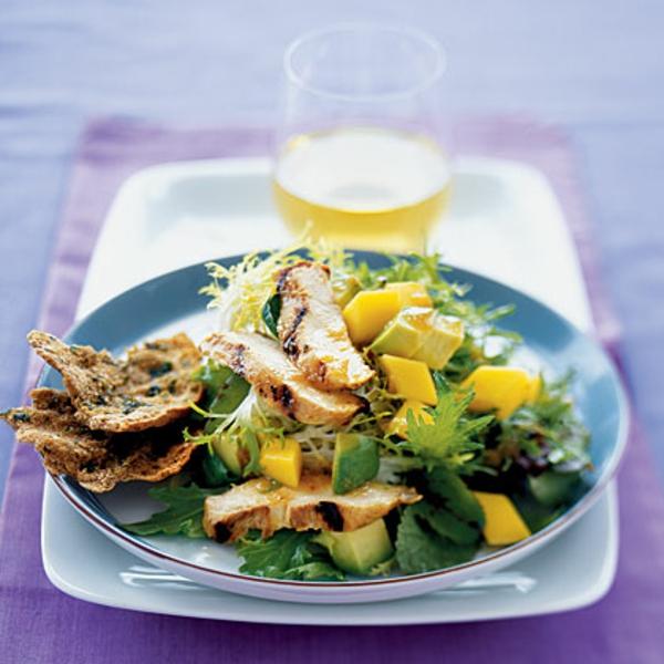 avocado-rezepte-frischer-salat-mango-hähnchenbrustfilet