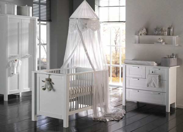 babybett himmel das babybett mit geschmack dekorieren. Black Bedroom Furniture Sets. Home Design Ideas