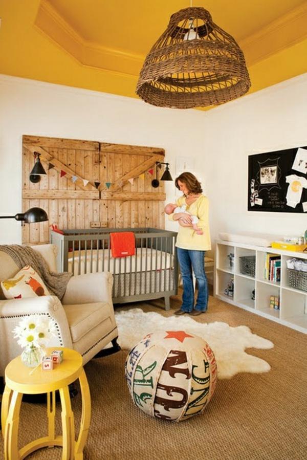 babyzimmer teppich fellteppich gelber nachttisch schöner leuchter
