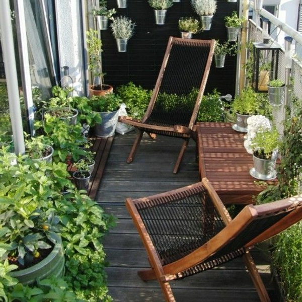 balkonbepflanzung ideen balkonmöbel holzboden pflanzen