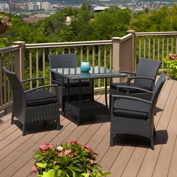 balkongestaltung außenmöbel rattan schwarz pflanzen