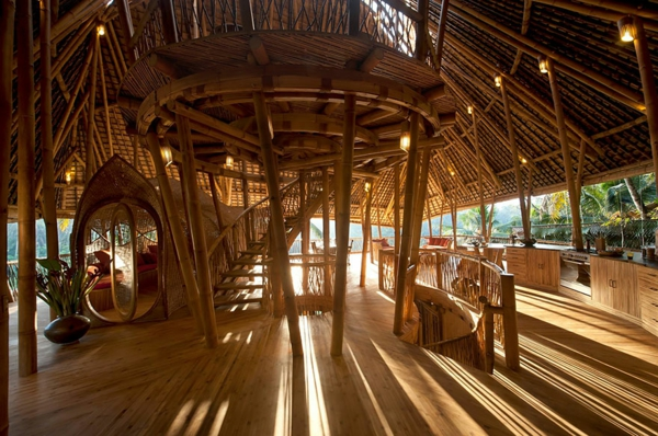 bambus holz geschwungene treppe säulen