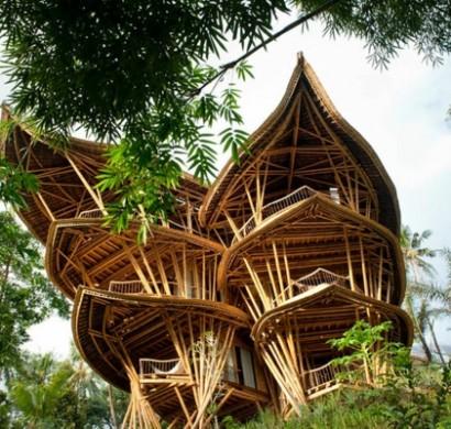 magische h user aus bambus holz auf bali. Black Bedroom Furniture Sets. Home Design Ideas