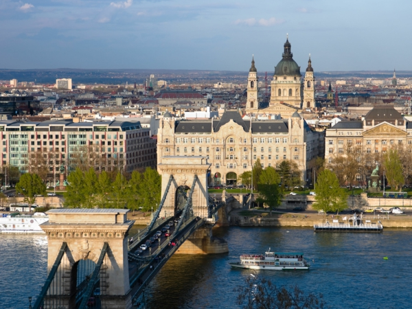 budapest sehenswürdigkeiten der donau brücke